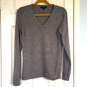 EUC Lord and Taylor V-neck merino wool sweater